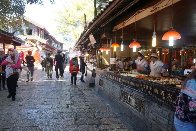 丽江古城樱花美食街图片