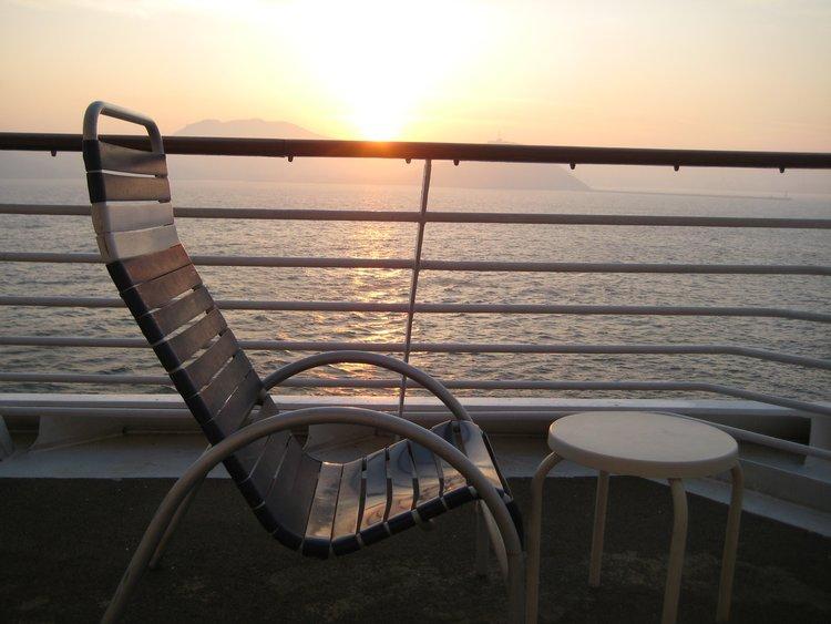 晨雾迎初阳,海涛伴枕眠,尘世随风去,只为浪花留——记初春的海上生活 #邮轮旅游#