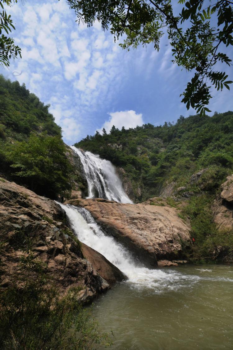 溪流淙淙、潭水盈盈、风景如画