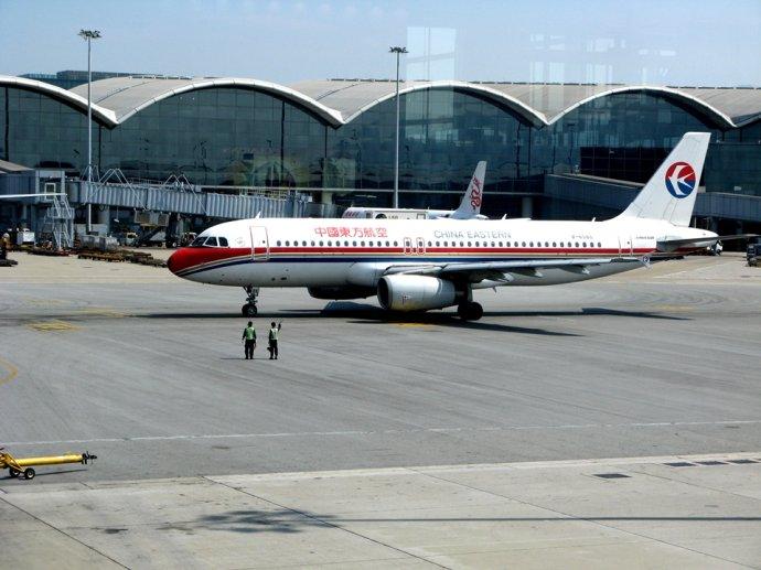 东航空客320牵引