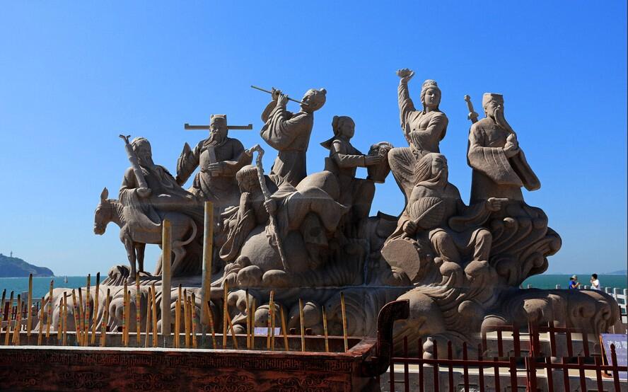 游览八仙雕塑广场
