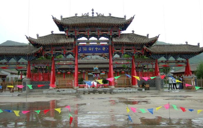 【彩色青海攻略】青海湖、塔尔寺、克素尔藏寨梦幻逃脱之旅钥匙密室图片