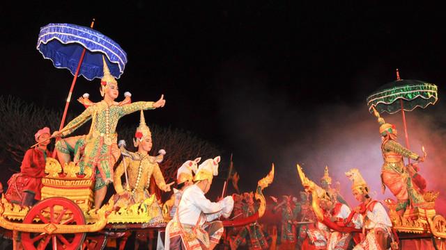 每晚20:30,普吉岛暹罗梦幻剧场奉献上一场80分钟场面壮观,服装,道具