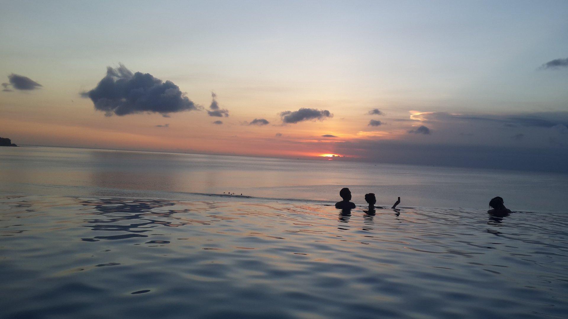 【含接送】巴厘岛梦幻海滩俱乐部午餐 神鹰广场 蓝点下午茶 金巴兰