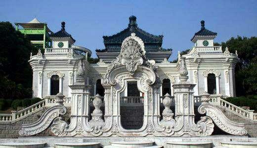 是园内最为壮观的欧式喷泉景观