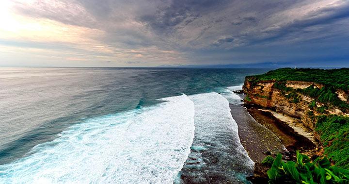 巴厘岛神鹰广场和乌鲁瓦图断崖和金巴兰海鲜烧烤