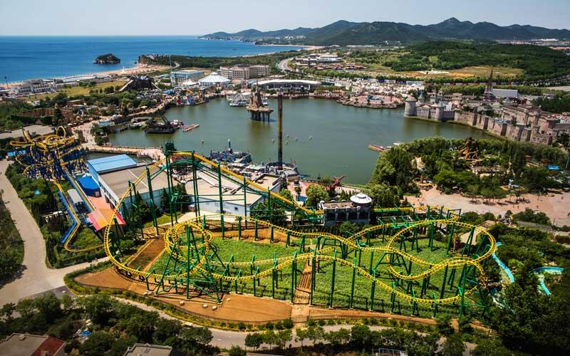 大连发现王国主题公园坐落于景色怡人,风景秀丽的大连金石滩国家旅游