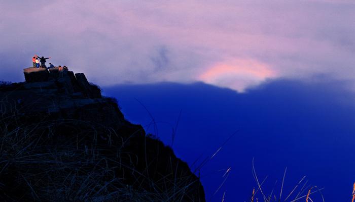 观赏地点:金顶景区 观赏时间:早上:9:00-10:00 下午:3:00-4:00 &nbsp