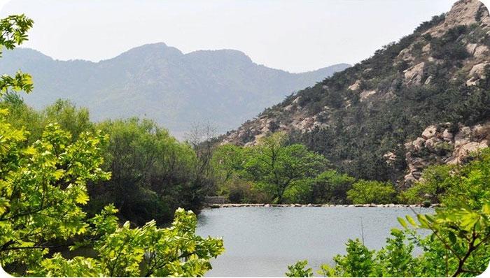 珠山国家森林公园位于青岛经济技术开发区西部,含柳花泊街道办事处