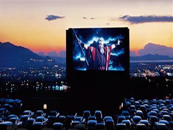 八二四汽车电影院