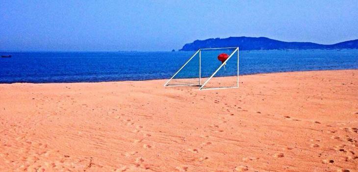 """天鹅湖亲海游乐园以观赏保护大天鹅为主题,重点打造""""海上体验,海滩"""