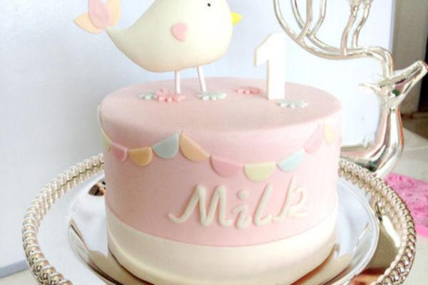 从手工甜品到慢生活创意,翻糖花园私人订制翻糖蛋糕店坚持爱心满溢