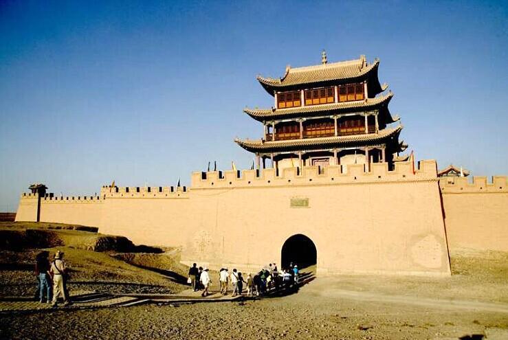 肃省嘉峪关市明万里长城的最西端高清图片