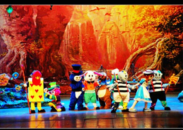 还有大型儿童舞台剧《爱丽丝梦游仙境》为各位诺粉儿倾情演出.