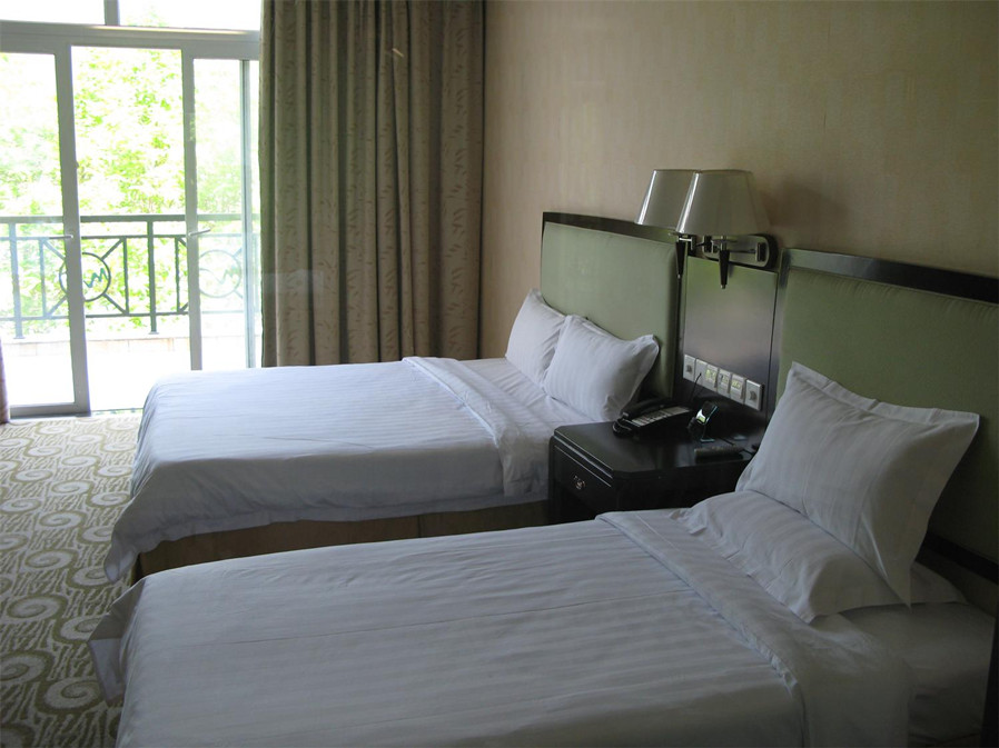 鹤山叠翠山庄酒店1晚(步行可达景区),免费游大雁山区