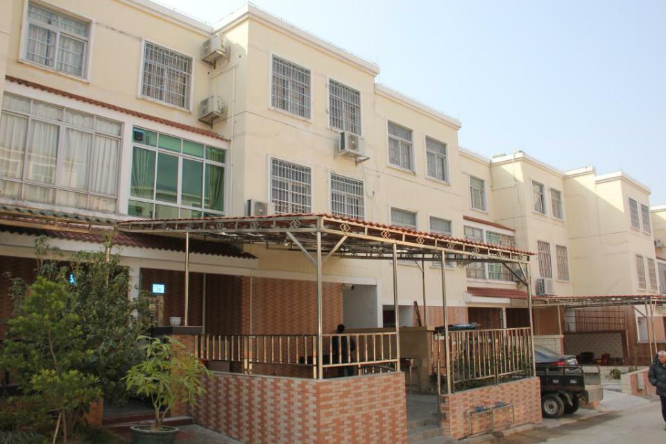 酒店介绍 从化度假别墅中心 广州从化度假别墅位于碧水新村三区