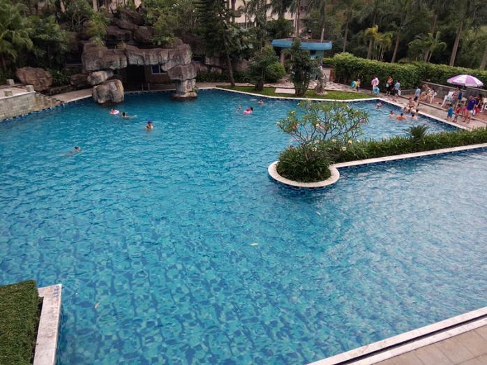 惠州凯泉高尔夫度假酒店位于惠州汤泉高尔夫俱乐部球场中心区.