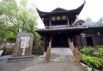 土家族风情园内建筑多为木石结构