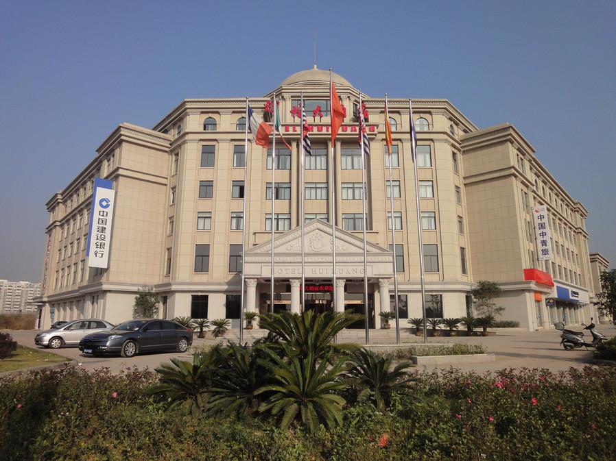 酒店以新古典主义的立面,欧式建筑风格为设计主题,优雅而又充满现代