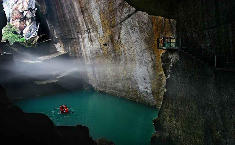 黄岩石窟旅游区位于方山余脉朱砂堆,它以石窟风光,洞庭瀑布,空山泛舟