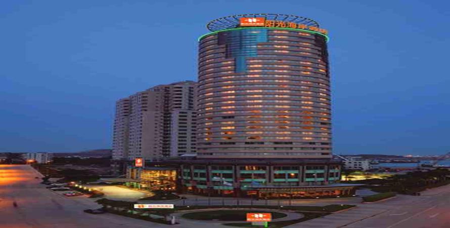 酒店位于惠州大亚湾经济技术开发区,临海而立,毗邻大甲岛,三门岛,三角