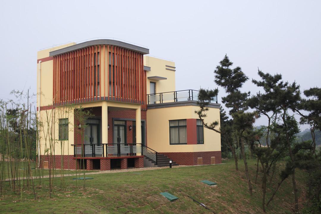 山坡上的木屋别墅