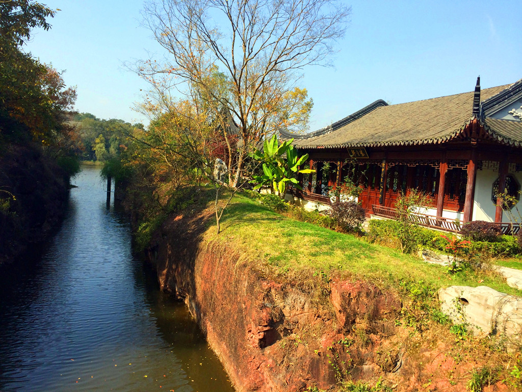 南京紫金山庄 10栋各具特色的别墅小楼尤如晶莹璀璨的宝石般散落在